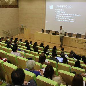 Sesion EmprendeWEB-Ramon Ortiz-LaManeta en auditorio edificio Pitagoras