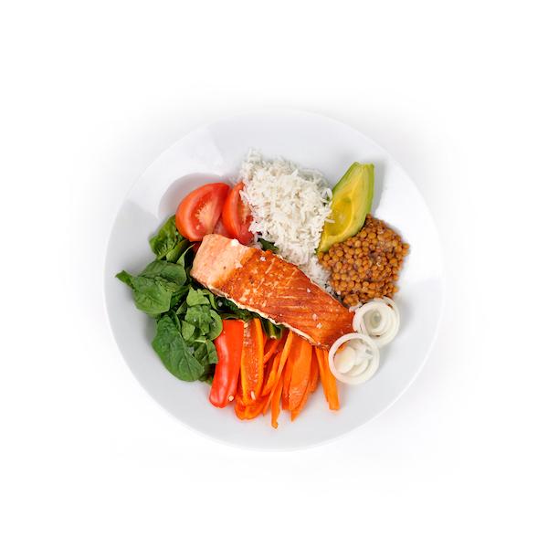 Verduras con lentejas y salmón